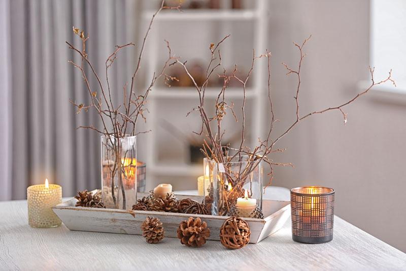 Branches sèches dans des vases transparents, une belle déco Noël DIY.