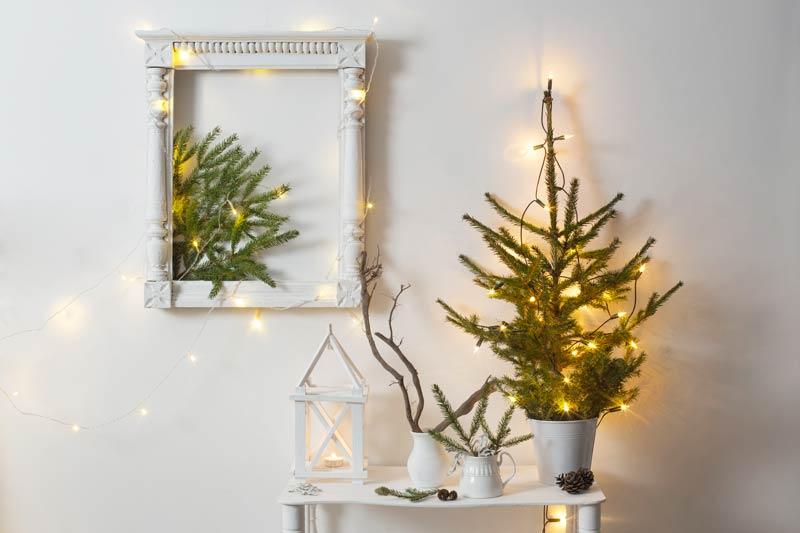 Petit sapin et cadre décorer pour Noël.