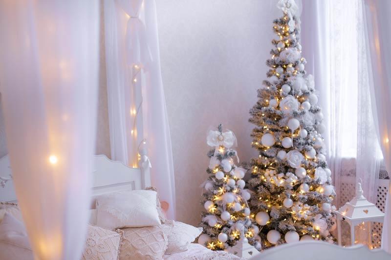 Chambre décorée pour Noël dans un style Shabby chic.