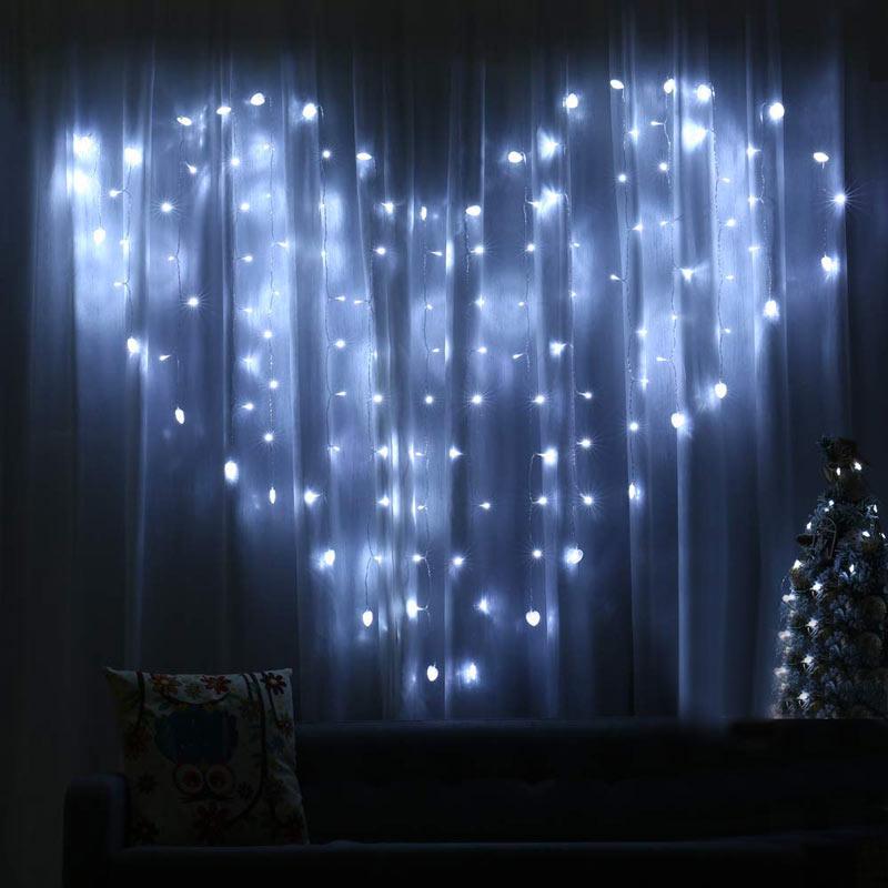 Lumières en forme de coeur pour rideaux Noël.