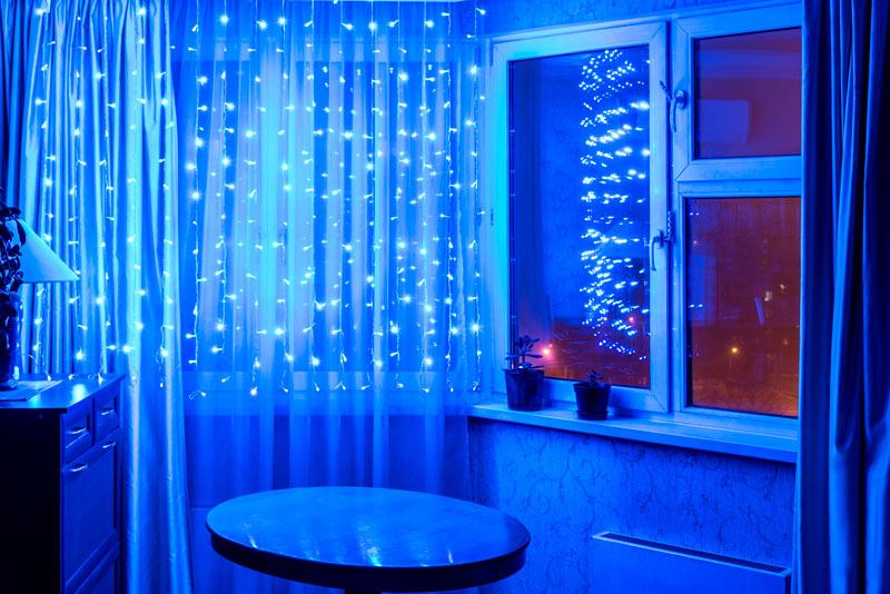 Lumières bleues pour rideaux Noël.