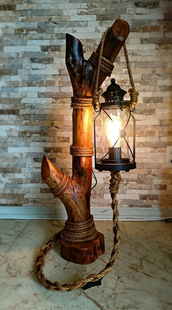 Lampe originale réalisée avec une tronc en bois.