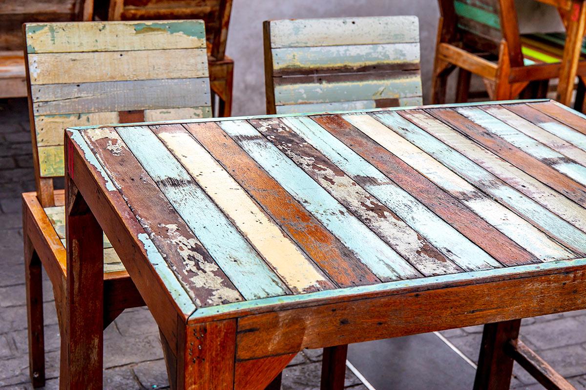 vieille table repeinte