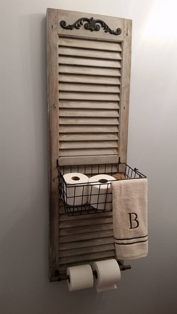 meuble DIY avec vieux volet pour la salle de bain