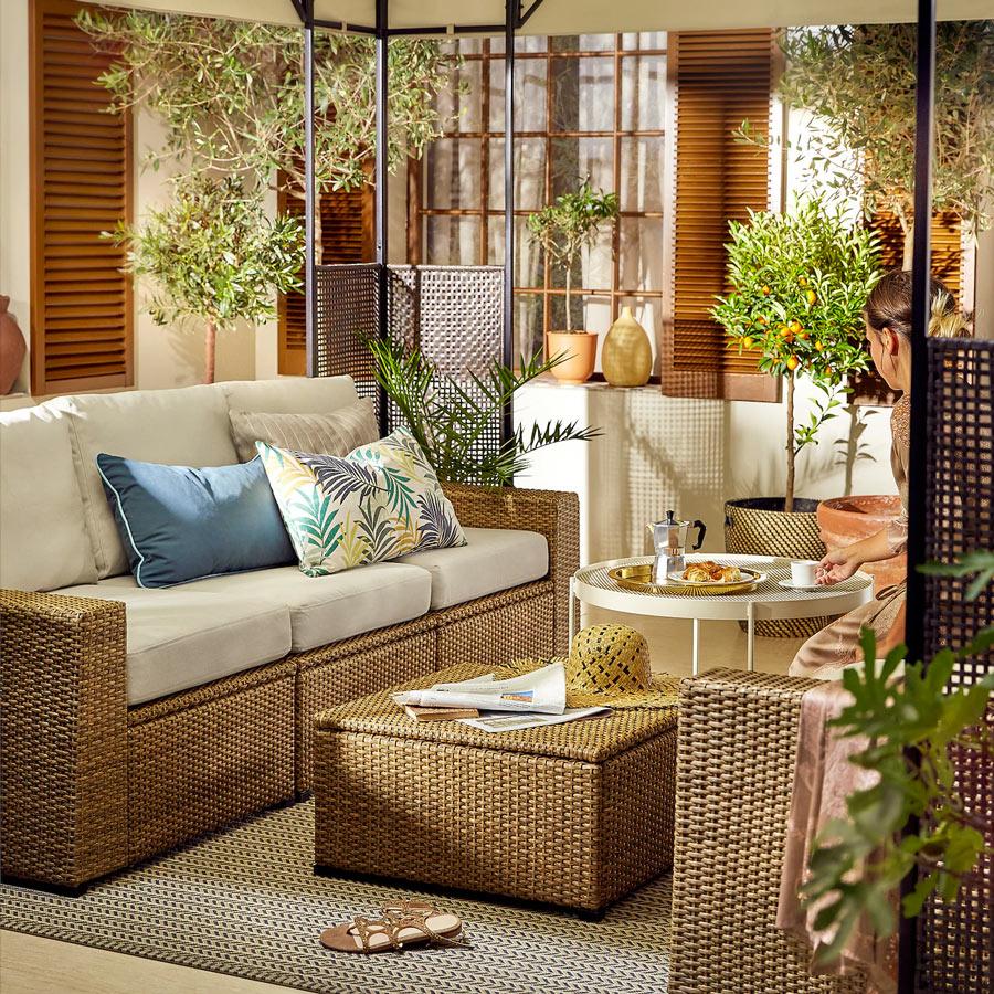 Divan extérieur IKEA parfait pour la terrasse ou le jardin.