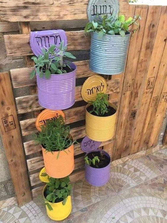 Blocchi di cemento decorati con piante grasse, un bel lavoretto primaverile.