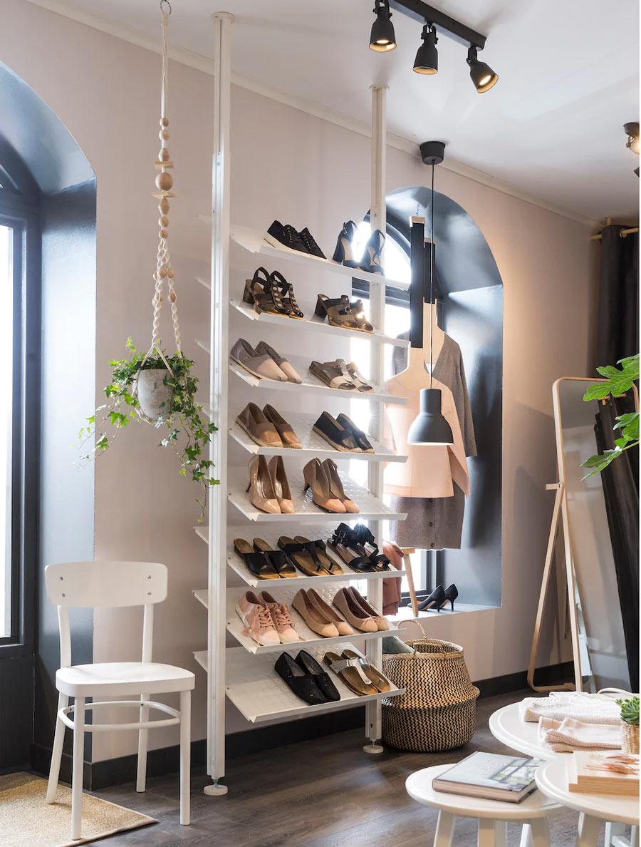 Grand meuble de rangement chaussures IKEA.
