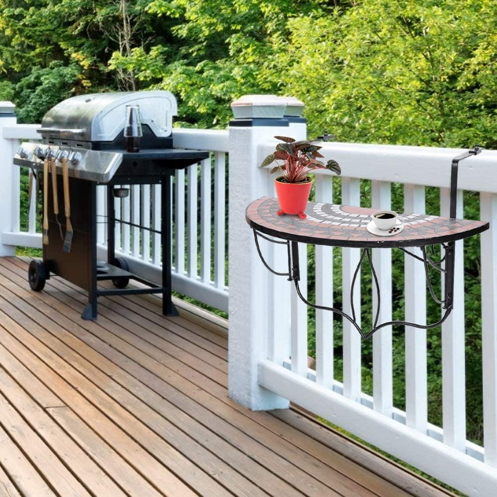 Table à accrocher à la balustrade sur le balcon.