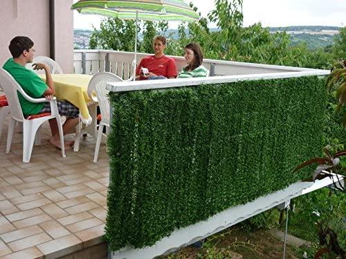 Protection en feuilles synthétiques idéal pour le balcon.