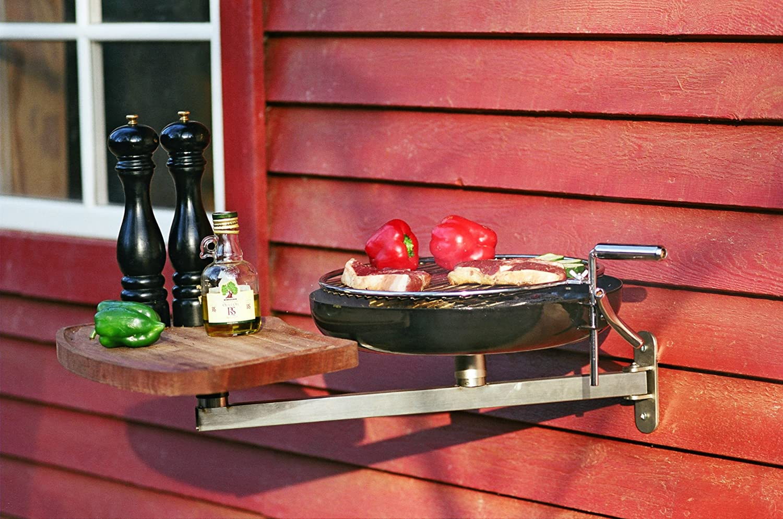 Barbecue à accrocher au mur idéal pour le balcon.