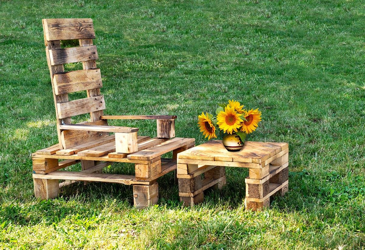 jolis fauteuil et tables basses pour extérieur réalisés avec palettes