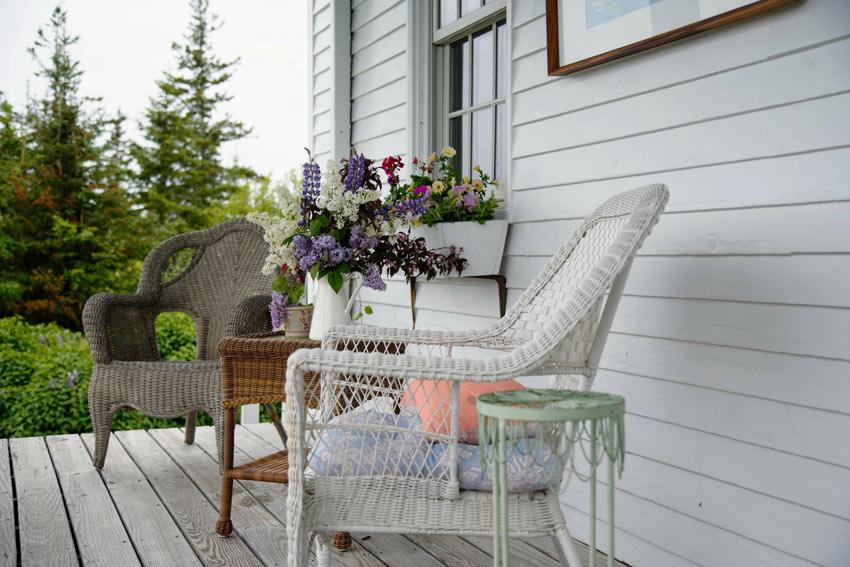 terrasse shabby chic avec petit salon et table en osier