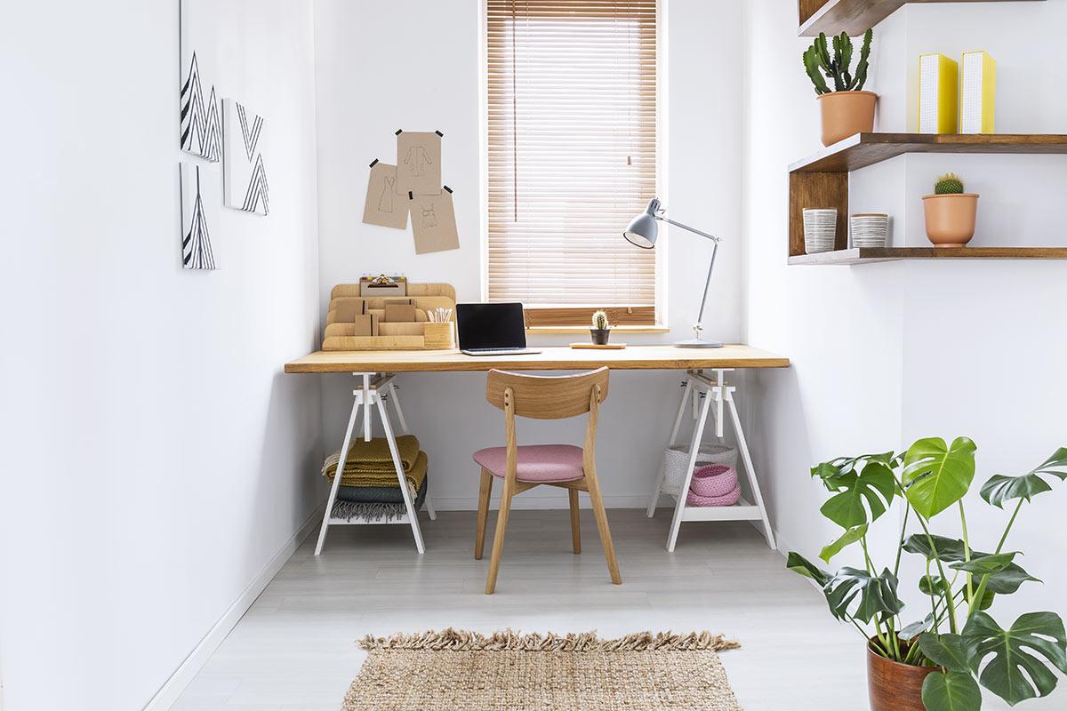petit espace bureau de travail moderne à la maison