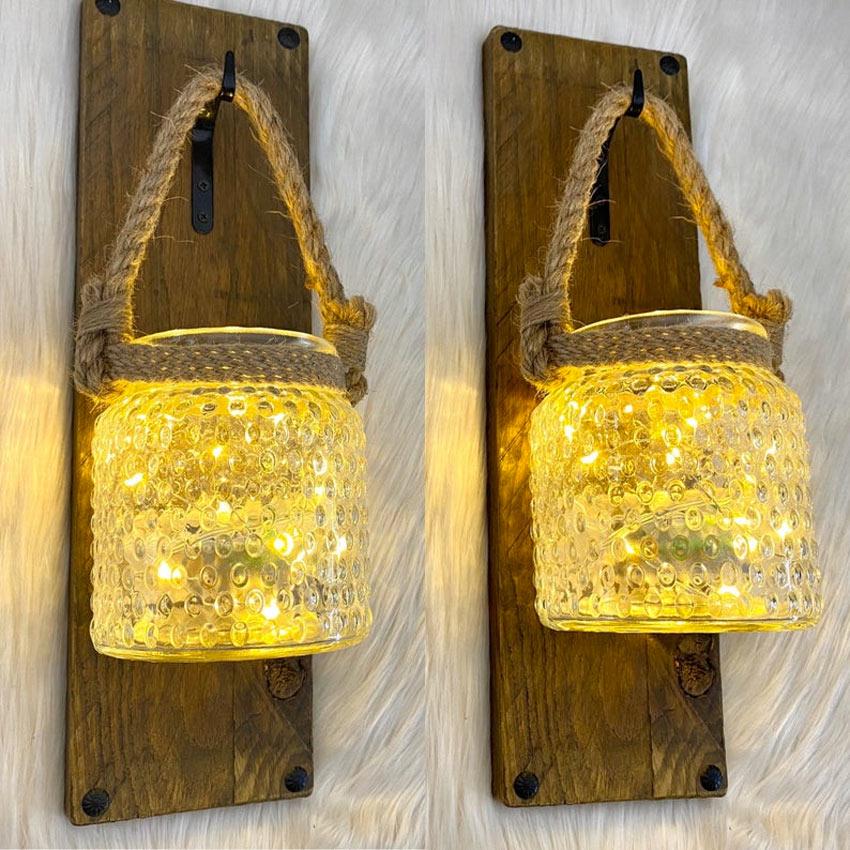 deco DIY avec bocaux illuminés et suspendus à des planches en bois