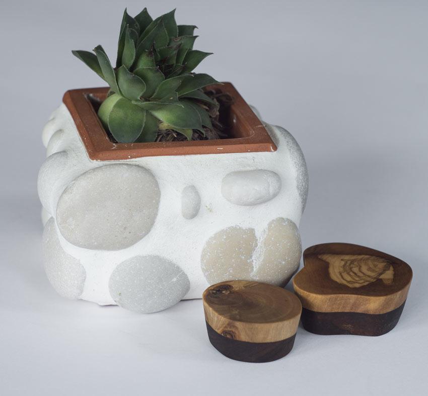 vase DIY avec petites pierres