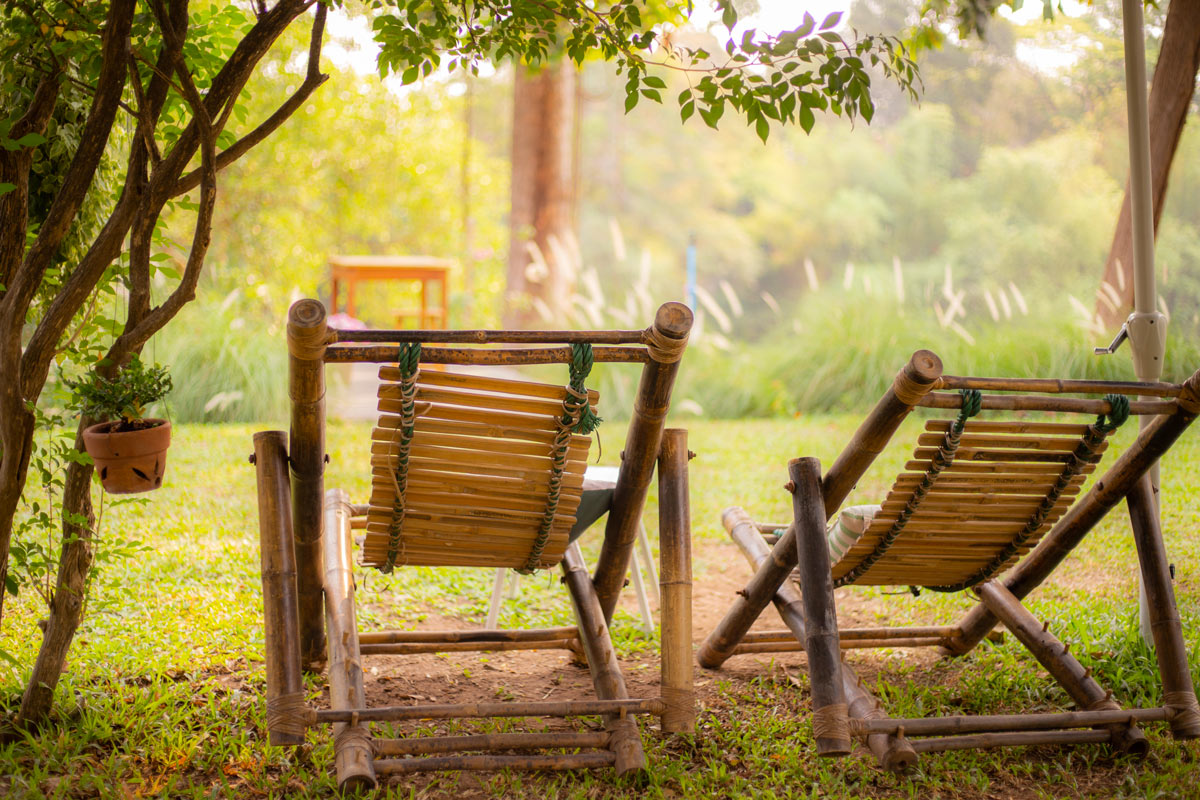 chaises longues en bambou