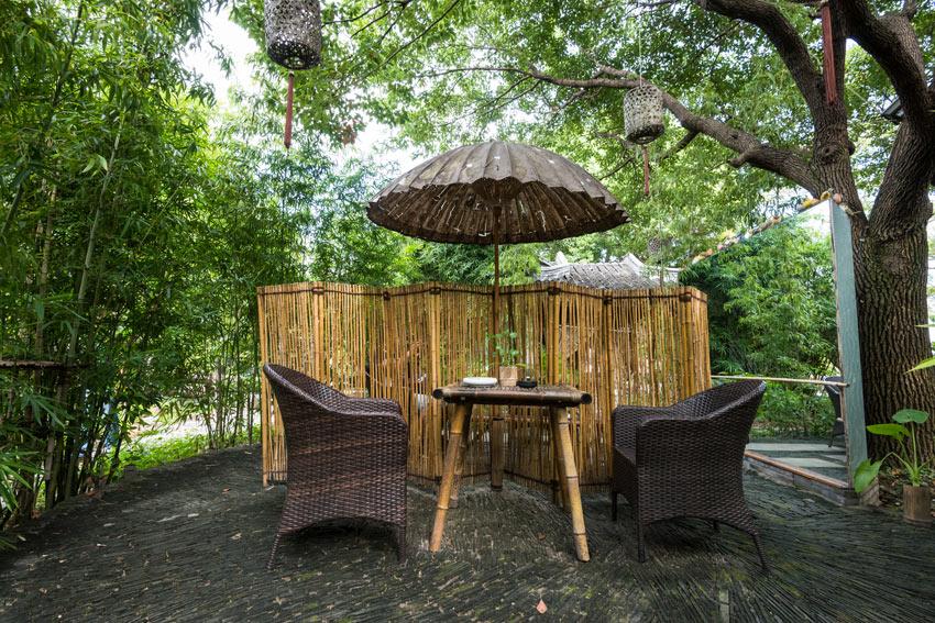 séparé en bambou dans le jardin