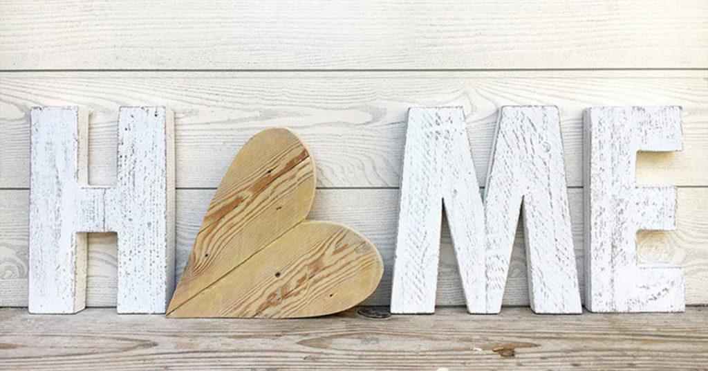 Réaliser une écriture originale avec du bois de récup