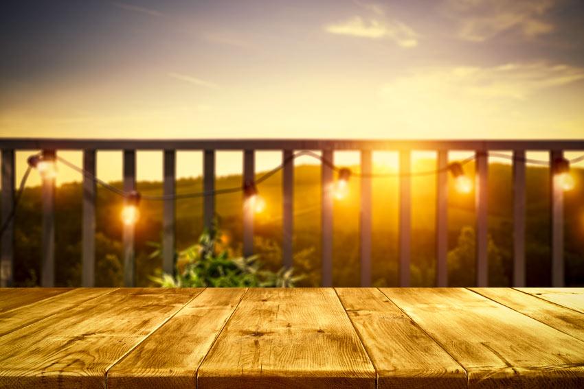 balcon avec balustrade illuminée