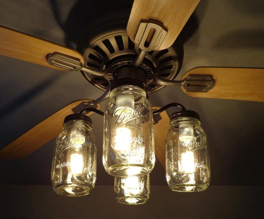 lustre et ventilateur à pales avec bocaux suspendus