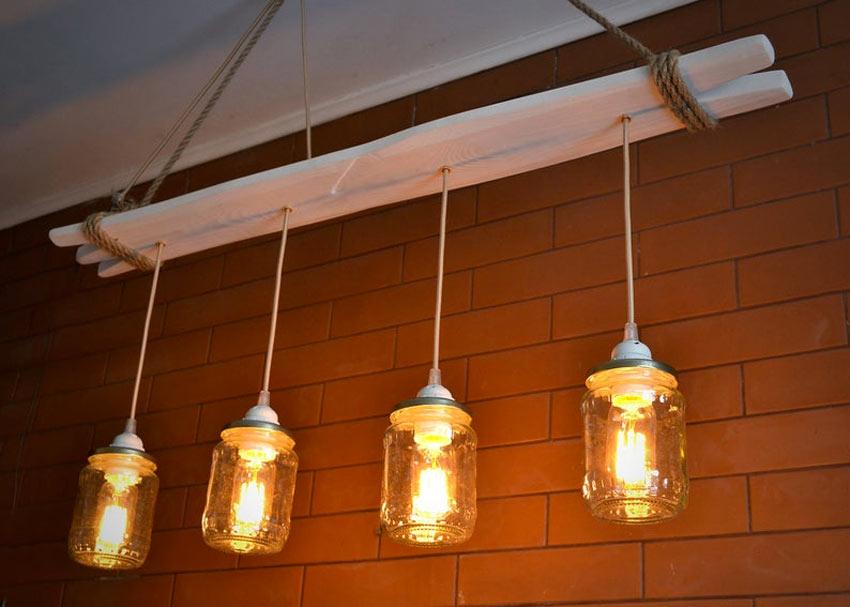 lampe DIY avec planche de bois et bocaux