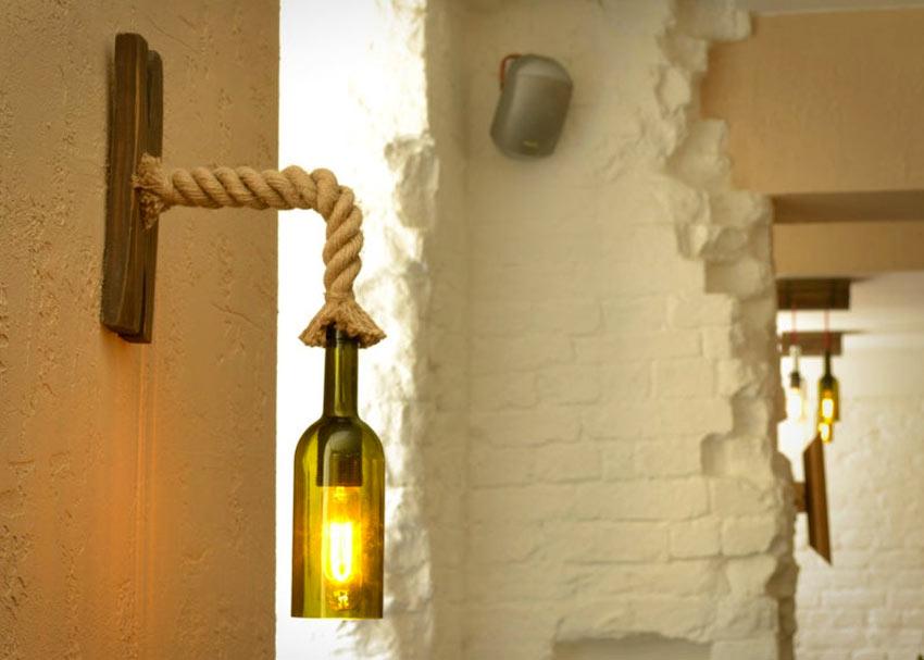 lampe DIY avec bouteille de vin et une corde