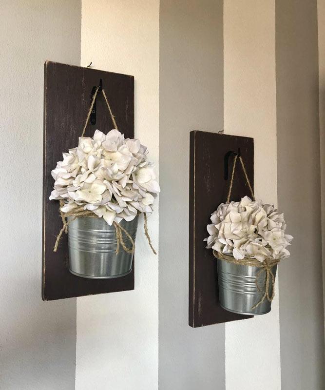 porte-fleurs muraux DIY avec petits seaux en métal