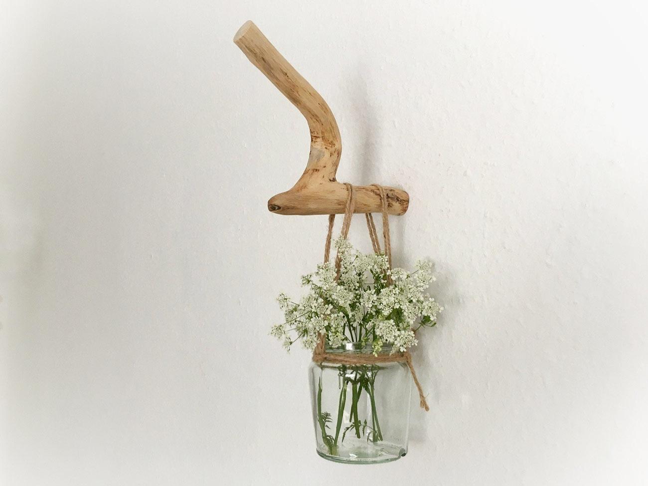 porte-fleurs DIY bocal suspendu à une branche