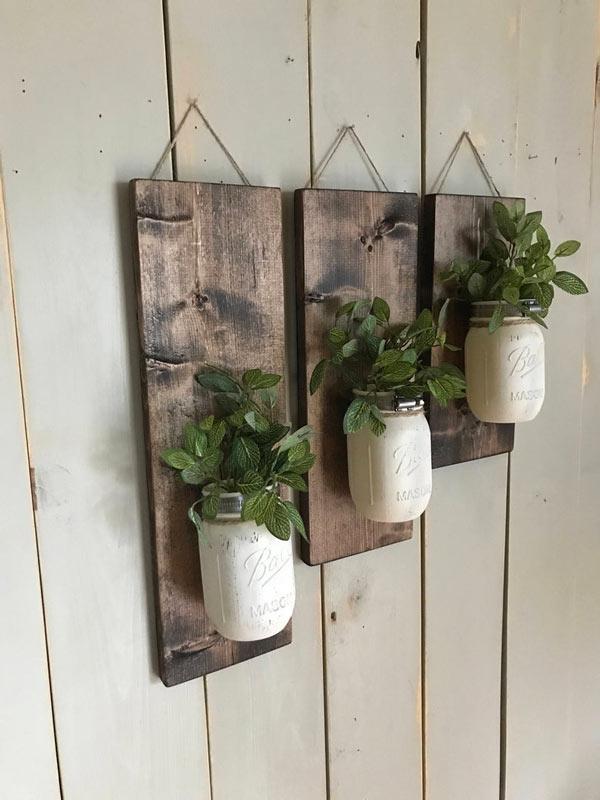 bocaux blancs DIY sur bois foncé rustique