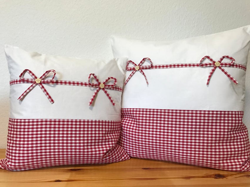 coussins rouge et blanc