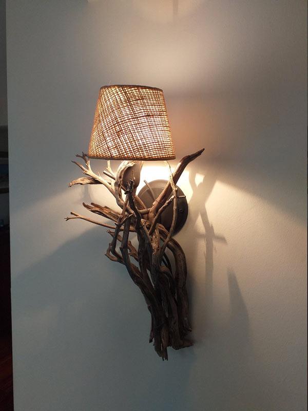 lampe murale avec branches de bois