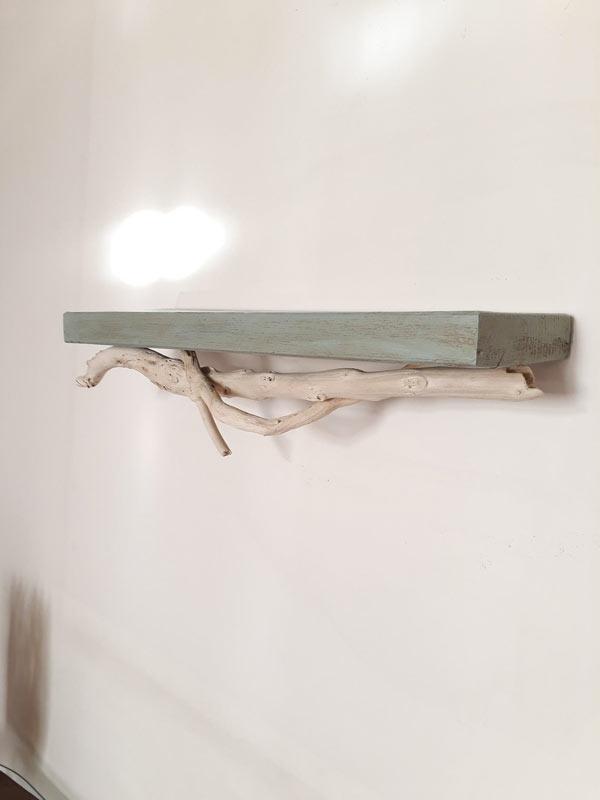étagère avec branche en bois