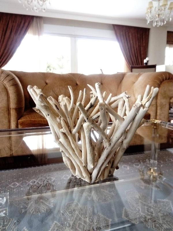 sorte de vase DIY fait de morceaux de bois