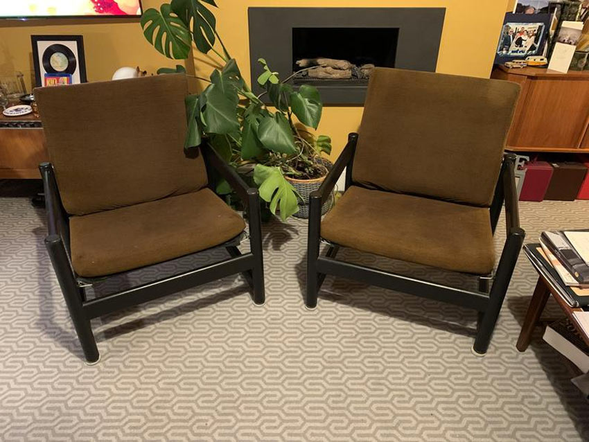 Deux chaises style vintage marron