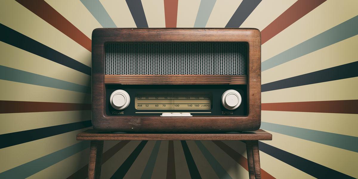 vieille radio style rétro à la maison