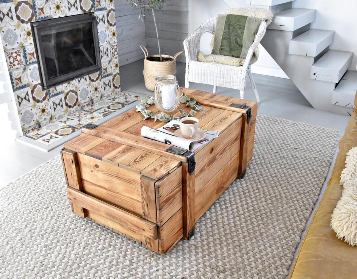 ancienne malle en bois devient table basse