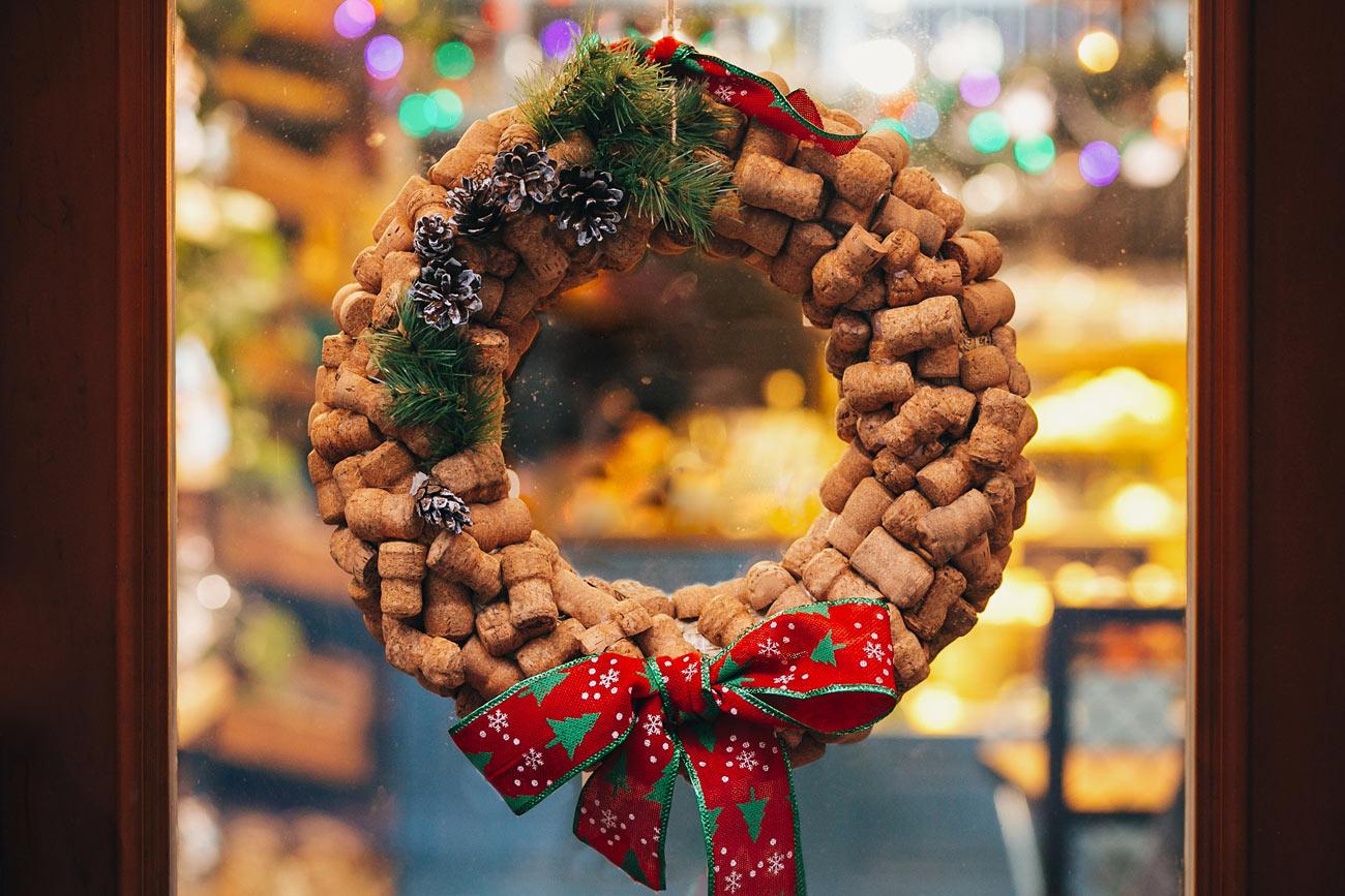 Couronne de Noël DIY avec des bouchons en liège.