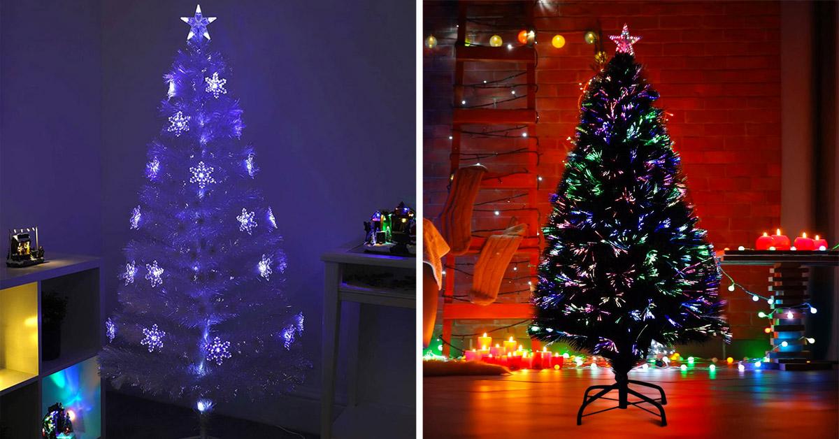 Sapins de Noël avec lumières intégrées.