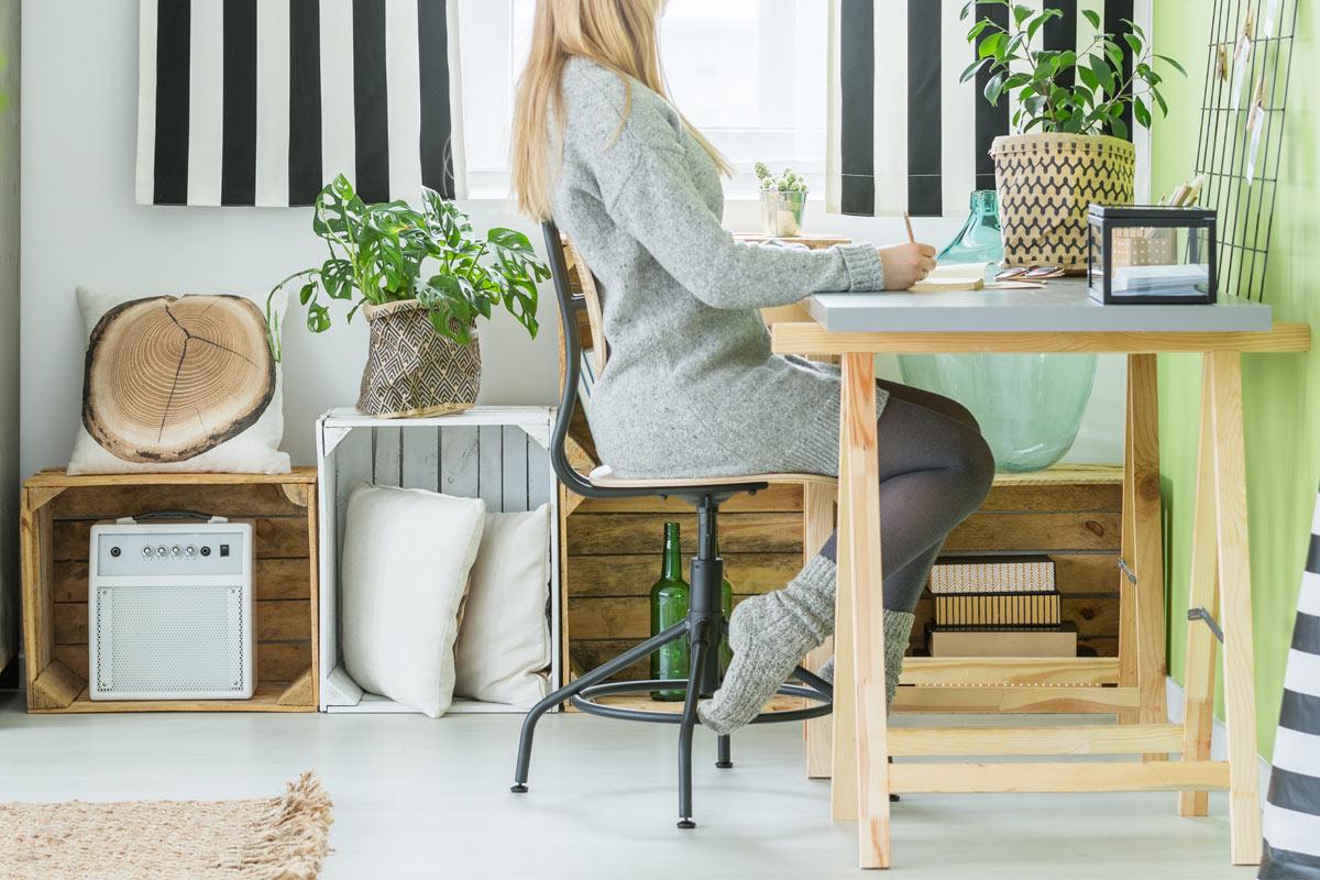 meubler sa maison avec de simples caisses en bois
