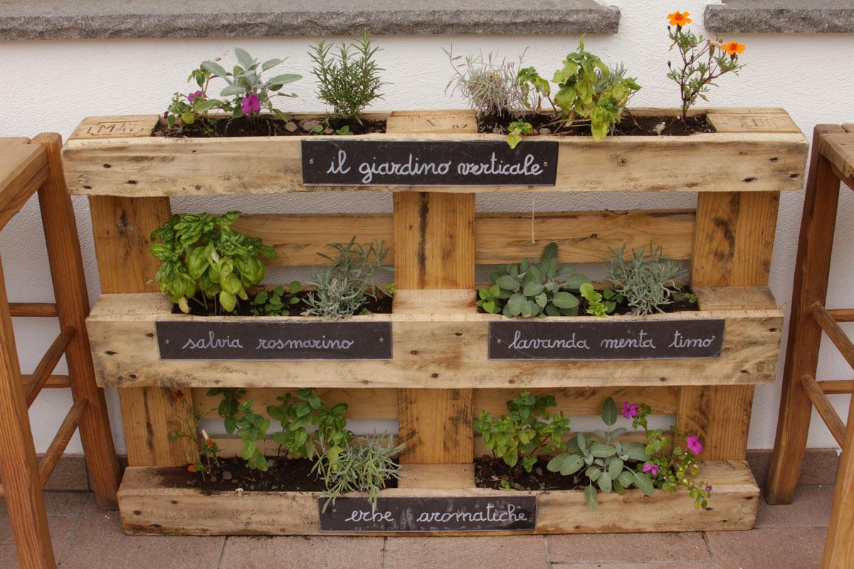 jardinière verticale DIY de plantes aromatiques