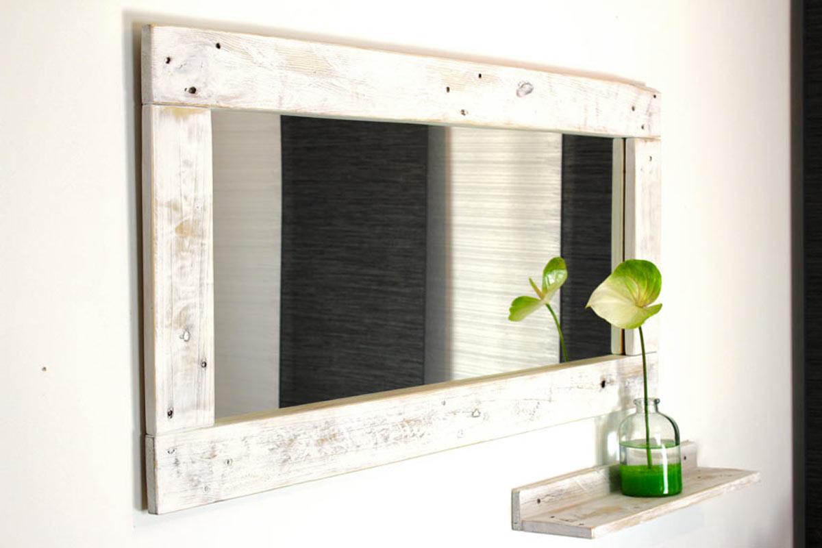 Décorer la salle de bain en récupérant des palettes en bois.