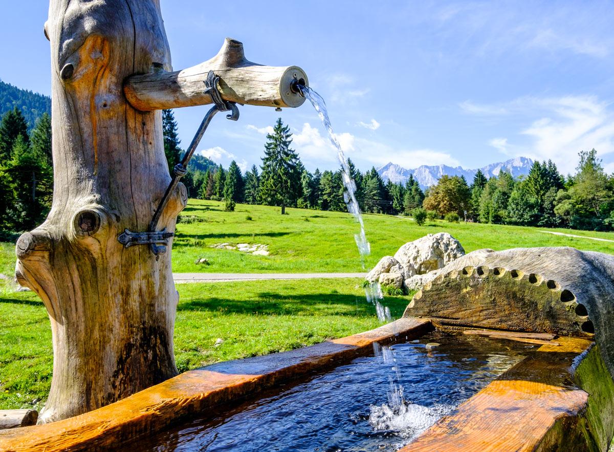 fontaine en bois DIY pour décorer le jardin