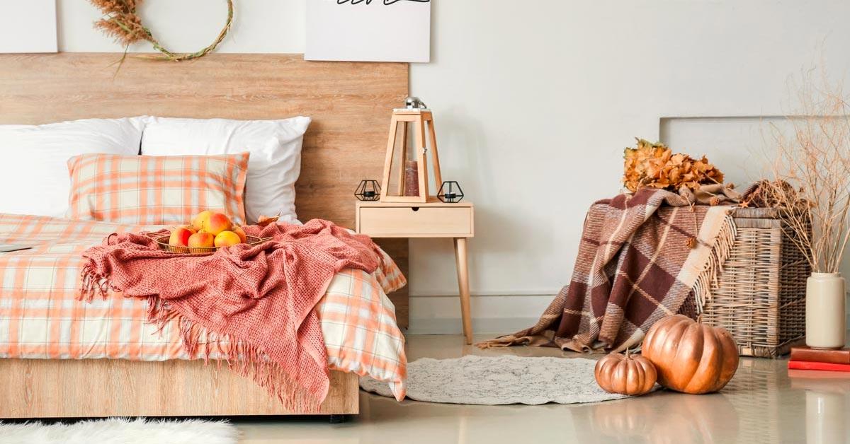 Tissus d'automne dans la chambre à coucher.