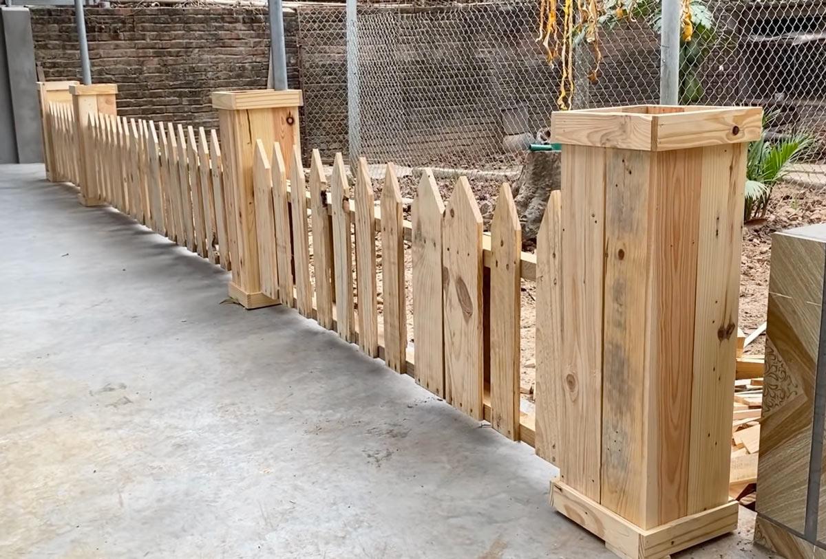 clôture originale en bois de palette