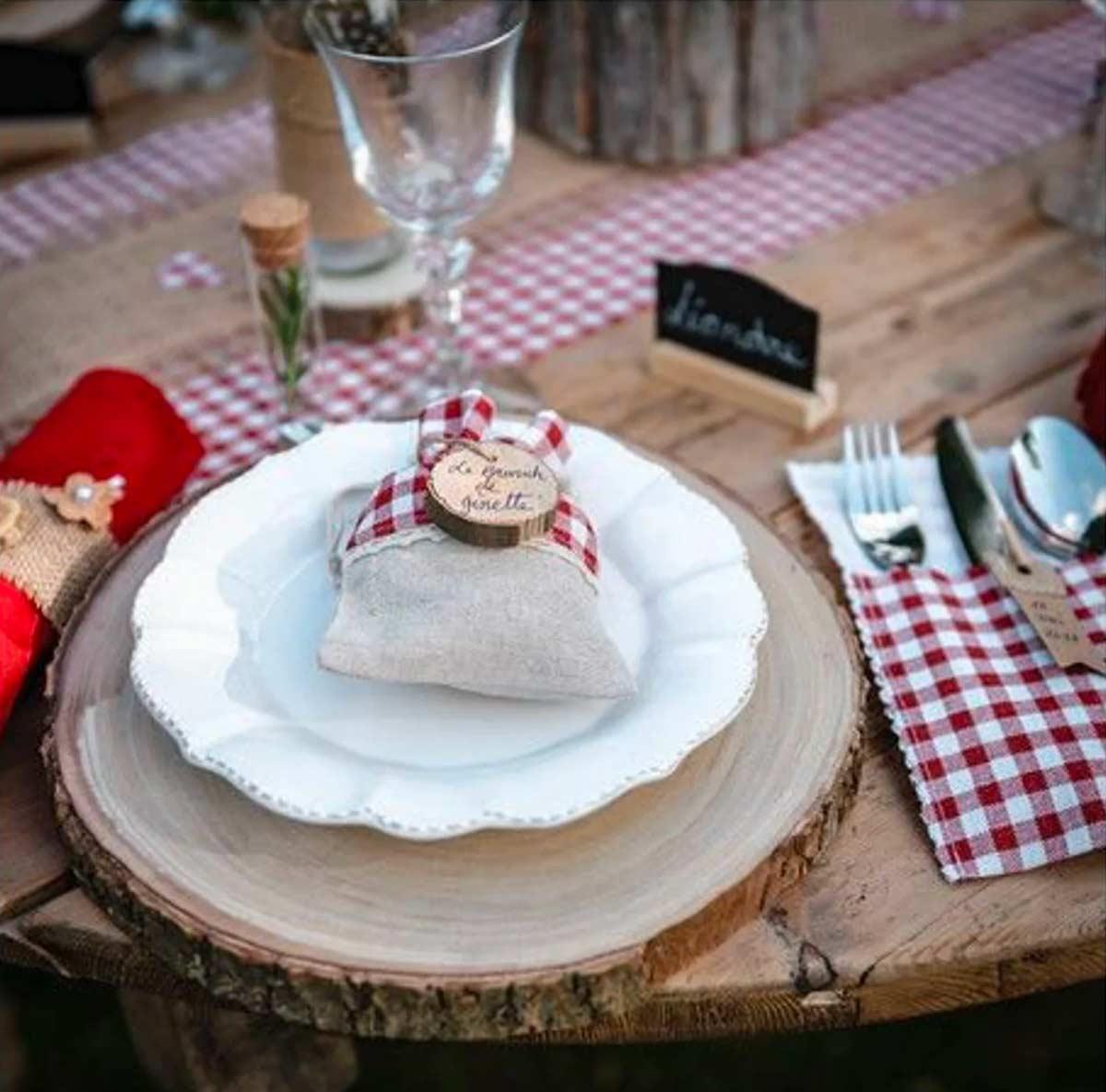 Dresser et décorer la table en automne